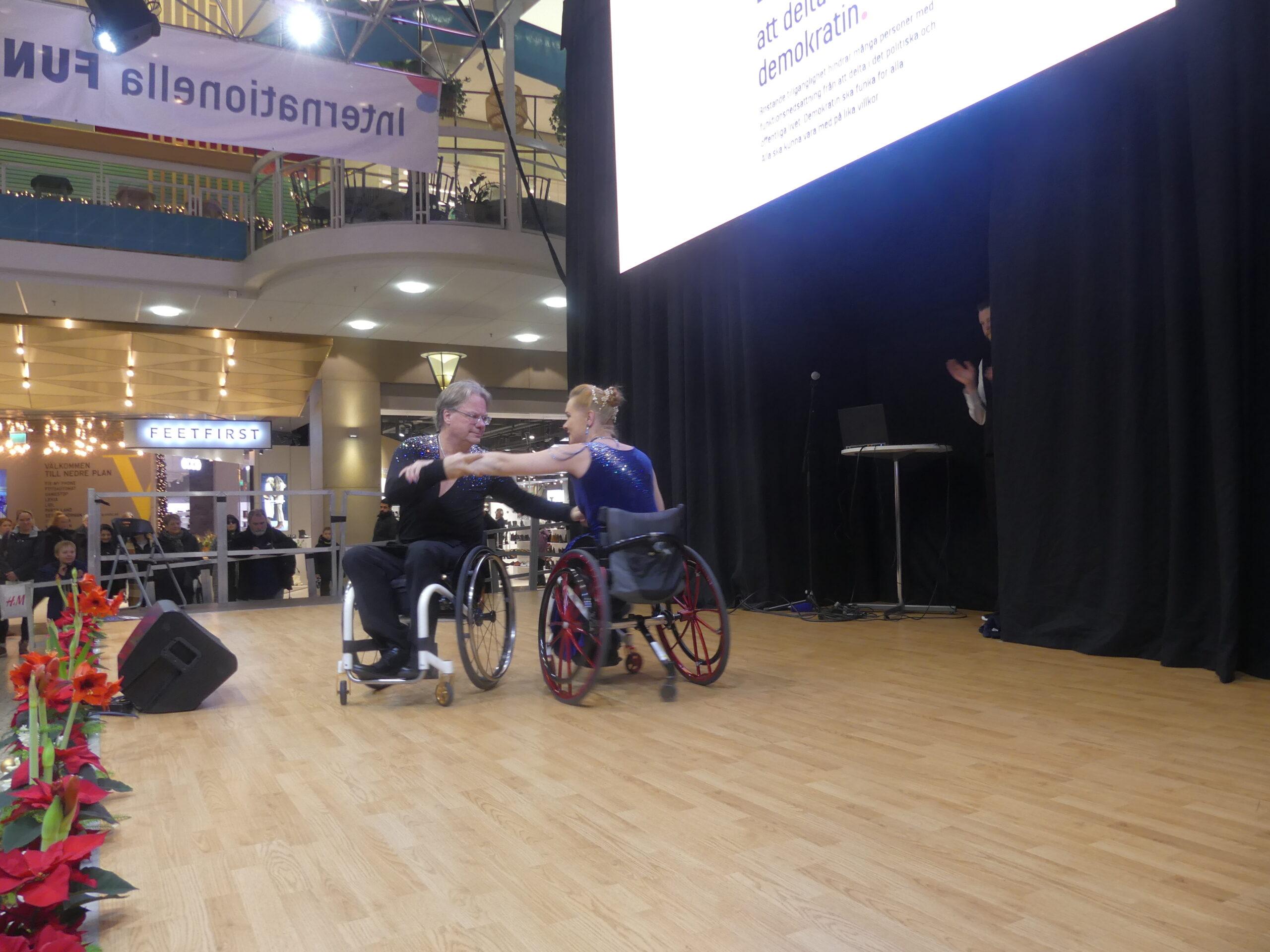 Neuroförbundet Göteborg bjöd på rullstolsdans.
