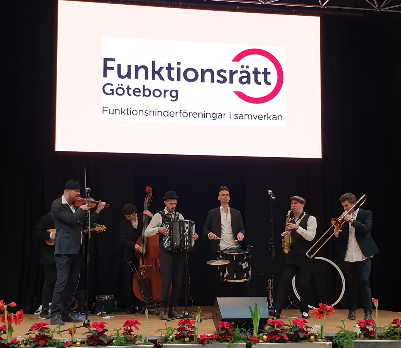 Internationella funktionsrättsdagen 2019 avslutades med en spelning av Räfven.