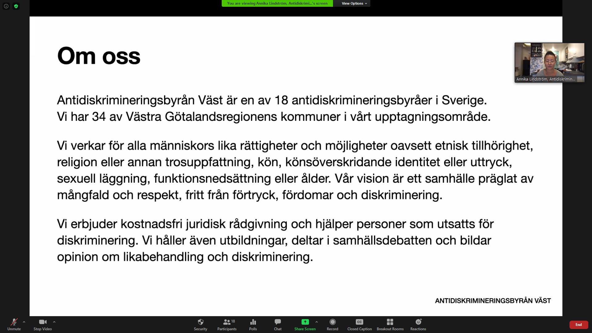 """Bilden är en skärmdump från Annika Lindströms presentation om Antidiskrimineringsbyrån Väst. Rubriken är """"Om oss"""" och under står information om byrån. En liten ruta med Annikas ansikte syns i hörnet av bilden."""